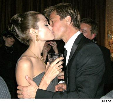 brad_and_angie_kissing000x0385x352