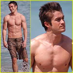 shirtless-robert-buckley