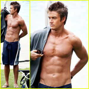 robert-buckley-hot-hawaii
