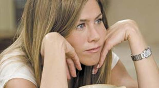 jennifer-aniston-hands-face
