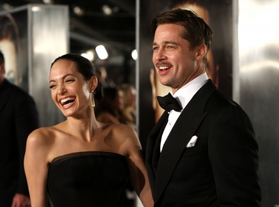 80598_angelina-jolie-and-brad-pitt-arrive-at-the-premiere-of-paramounts-the-curious-case-of-benjamin-button-in-los-angeles