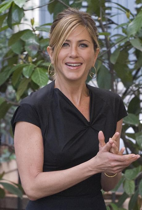 fp_1948546_jennifer_aniston_and_owen_wilson_present_marley_and_me_in_italy000x0460x680